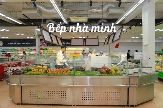 Bên cạnh các sản phẩm hàng hóa tiêu dùng, các mặt hàng thực phẩm, gia dụng, đồ dùng hóa mỹ phẩm…, các siêu thị VinMart mới còn tăng cường phân phối thực phẩm tươi sống an toàn, thực phẩm sơ chế… vốn là thế mạnh của chuỗi bán lẻ VinMart.