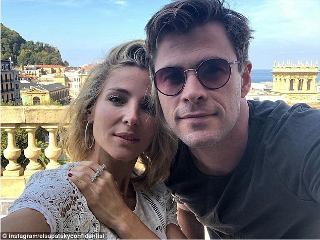 """Tài tử """"Thần Sấm Thor"""" Chris Hemsworth (35 tuổi) bên vợ - nữ diễn viên Elsa Pataky (42 tuổi)"""