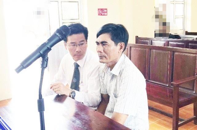 Luật sư Trần Bá Học (Hãng Luật Roma, TPHCM) cho biết, đã có đơn kiến nghị xem xét theo thủ tục Giám đốc thẩm đối với 2 bản án trong vụ Đi đòi nợ, bị truy tố cướp tài sản, gửi TAND cấp cao và Viện KSND cấp cao tại TPHCM.