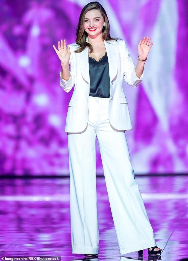 Miranda Kerr sành điệu dự sự kiện tại Thượng Hải ngày 10/11 vừa qua