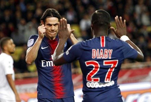 Cavani lập hat-trick trong trận đấu với Monaco