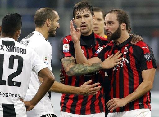 Higuain trở thành thảm họa trong ngày đối đầu với CLB cũ Juventus