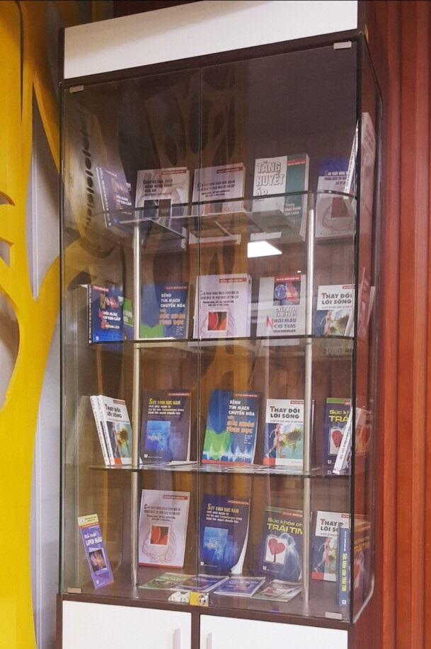 Mỗi năm, tủ sách này lại có thêm vài cuốn sách do chính PGS.TS Nguyễn Quang Tuấn viết