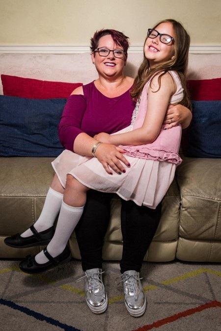 Sharon Spink vô cùng thương yêu và quấn quýt với con gái