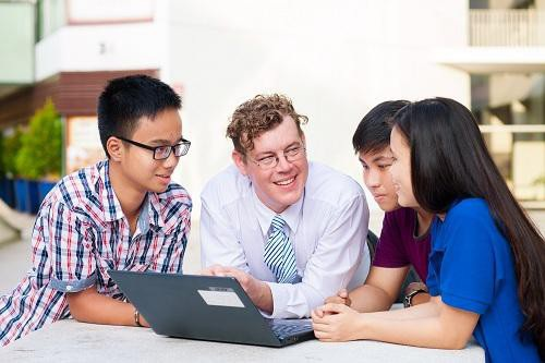 Nhân dịp tháng 11 - tháng tri ân thầy cô giáo, YOLA ưu đãi học phí đến 2 triệu đồng cho tất cả khóa học tiếng Anh tại trung tâm.