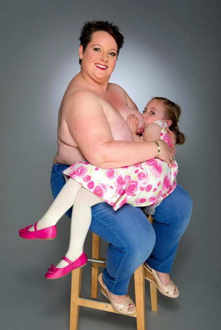 Sharon Spink đã cho con bú đến tận năm 9 tuổi
