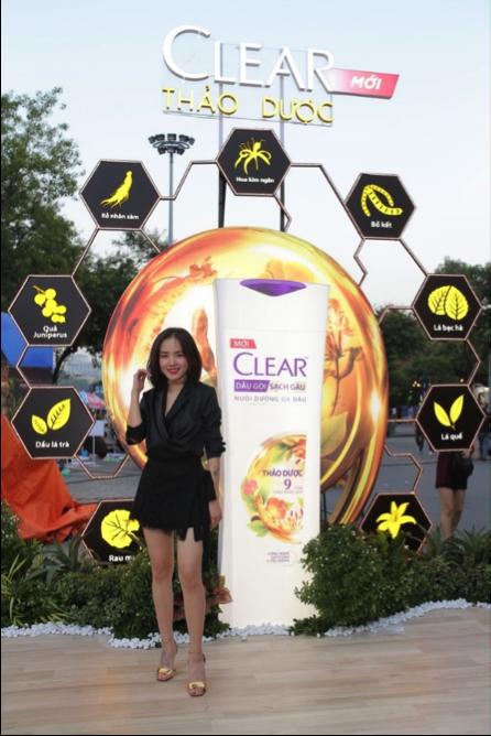 Ca sĩ Phương Ly rạng rỡ cùng mái tóc chắc khỏe tại sự kiện của Clear Thảo Dược
