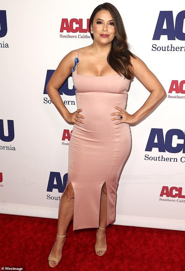 Eva Longoria tái xuất xinh đẹp trong một sự kiện ở Beverely Hills, California, Mỹ ngày 12/11 vừa qua