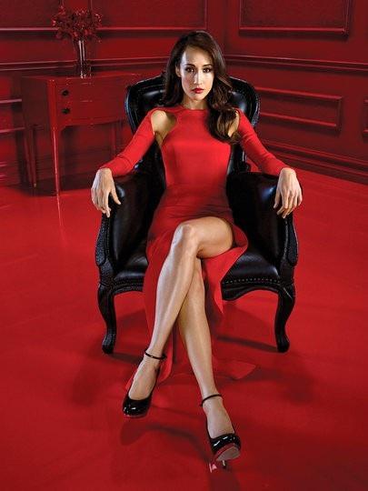Maggie Q với hình ảnh gợi cảm và quyến rũ trong quá khứ, cô từng là gương mặt quảng cáo của Louis Vuitton và đóng phim Nhiệm vụ bất khả thi với Tom Cruise vào năm 2006
