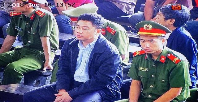 Bị cáo Nguyễn Văn Dương trong phiên tòa sáng nay.