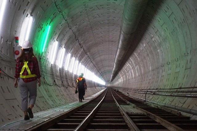 Hoàn thành lắp dựng vỏ hầm phía Đông và phía Tây đoạn từ ga Nhà hát TP đến ga Ba Son
