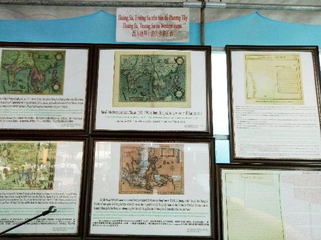 Một số tư liệu khẳng định chủ quyền của Việt Nam đối với 2 quần đảo Hoàng Sa và Trường Sa được trưng bày tại triển lãm.