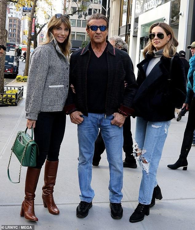 Ngôi sao phim hành động Sylvester Stallone đưa vợ con đi mua sắm tại New York ngày 14/11 vừa qua