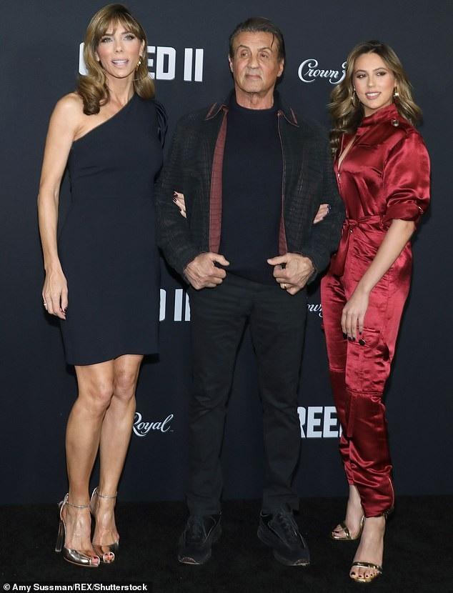 Tối cùng ngày, nam diễn viên kỳ cựu đưa vợ con dự công chiếu bộ phim mới của ông Creed II