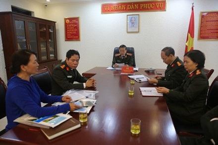 Bộ trưởng Tô Lâm trực tiếp tiếp công dân và lắng nghe ý kiến trình bày của người dân.