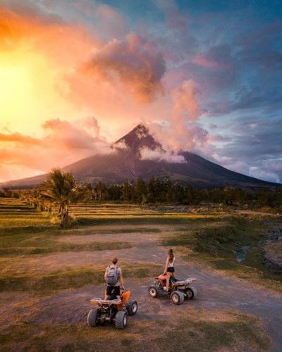 Từ những rừng rậm ở Bali tới những đầm phá Philippines, châu Á như một thiên đường nhiệt đới xinh đẹp. Vùng đất Legazpi, Philippines bình yên và rực rỡ trong ánh nắng chiều.