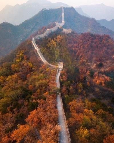 Vạn Lý Trường Thành, Trung Quốc mê hoặc khi vào thu với những rừng cây lá đỏ.