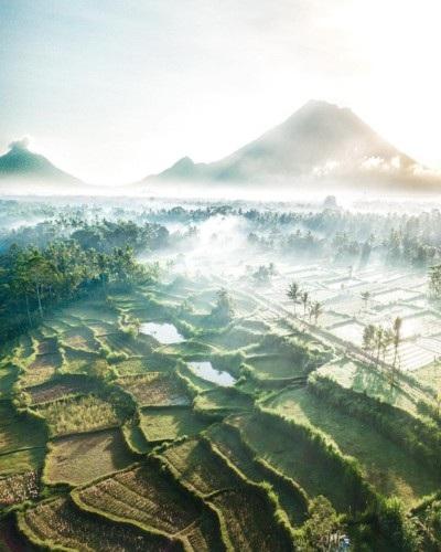 Hiếm có nơi nào mang vẻ đẹp đa dạng và mê hoặc như Bali, Indonesia.