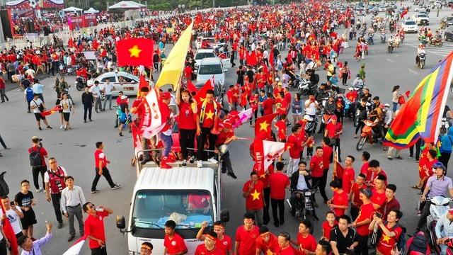 Việt Nam 2-0 Malaysia: Công Phượng, Anh Đức chói sáng - 23