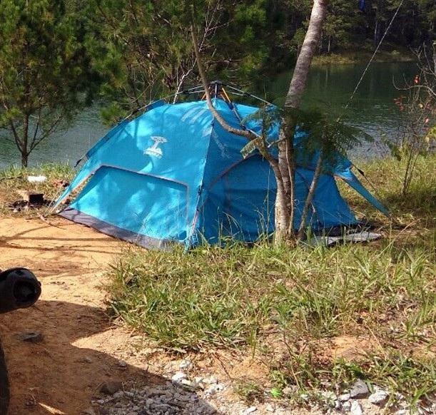 Vinh cắm trại theo kiểu phượt thủ trong hồ Tuyền Lâm để hành nghề cướp giật