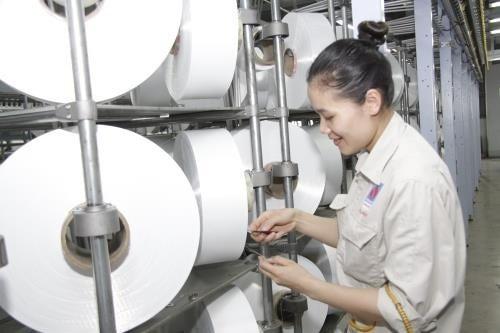 Trong phân xưởng kéo sợi DTY của Nhà máy Xơ sợi Polyester Đình Vũ