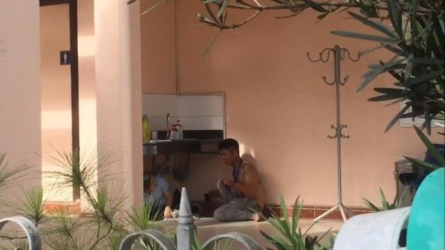 Tĩnh dùng dao và kéo khống chế chị Phương trong trụ sở Công ty CP Cấp nước Thừa Thiên Huế