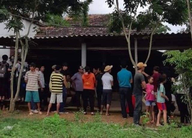 Gia đình tiến hành lo hậu sự cho hai nạn nhân theo phong tục của địa phương.
