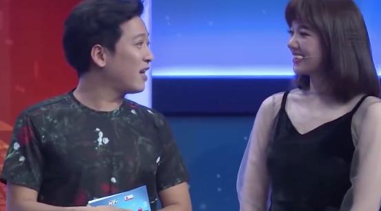 Trường Giang vô tư giới thiệu với Hari Won rằng, Nam Anh là chị gái của Nam Em nên mới có sự giống nhau đến vậy.
