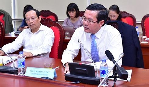 Thứ trưởng Bộ GD&ĐT Nguyễn Văn Phúc và ông Đặng Quang Việt, Phó Vụ trưởng Vụ Giáo dục đại học tại buổi tọa đàm