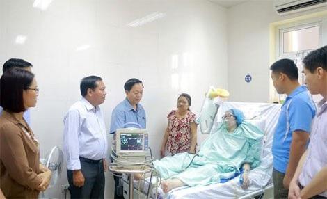 Thầy Yêm đến thăm Thiếu uý Đậu Thị Huyền Trâm- nguyên là học viên giỏi khoá D36 Học viện CSND vào ngày 17/07/2016