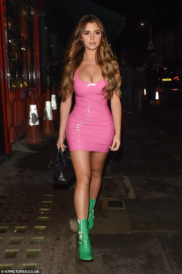 Demi Rose quyến rũ đi chơi tối tại London ngày 16/11 vừa qua