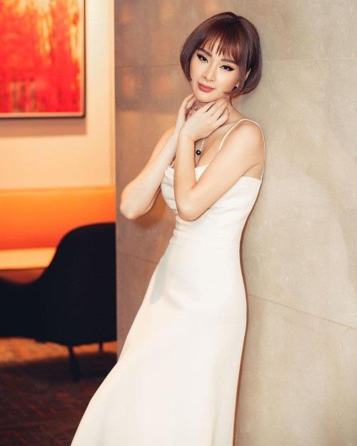 Angela Phương Trinh đã chán tóc dài nên cô đã cắt thành mái tóc ngắn, trong trẻ trung và có phần cá tính nhưng khán giả vẫn cảm thấy tiếc nuối với hình ảnh trước đây của diễn viên Bà mẹ nhí.