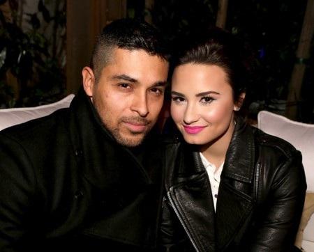 """Sau 6 năm ở bên nhau, Demi Lovato và Wilmer Valderrama đã quyết định cả hai sẽ chia tay nhưng vẫn làm bạn vào năm 2016. Tuy nhiên, đến sinh nhật Lovato một năm sau đó, Wilmer Valderrama vẫn ở bên cạnh chúc mừng thân thiết và đến đầu năm nay, hai ngôi sao cũng bị """"bắt quả tang"""" khi đang hẹn hò."""