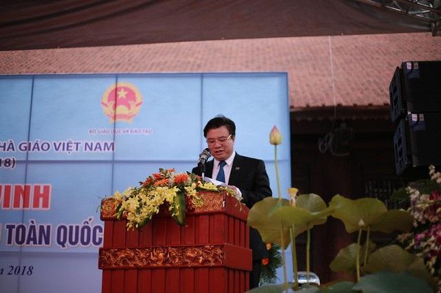 Thứ trưởng Bộ GD&ĐT Nguyễn Hữu Độ phát biểu tại buổi lễ.