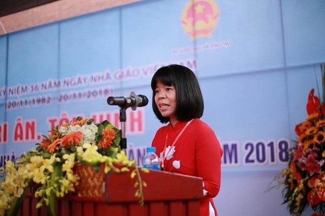Giáo viên Lê Thị Lợi - Đại diện cho 183 thầy cô giáo phát biểu tại buổi lễ.