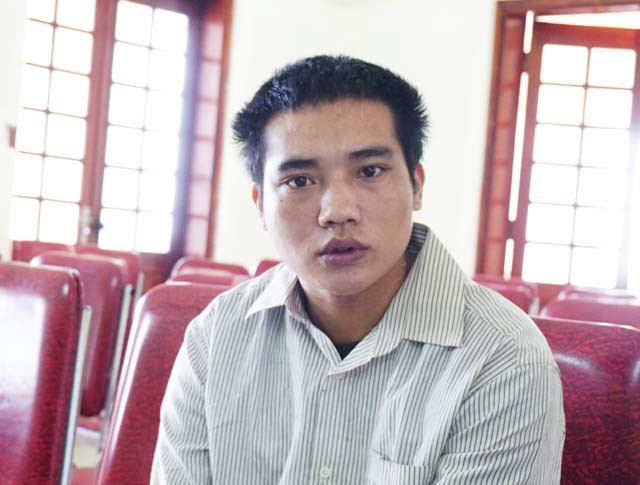 Bố mẹ của Hùng đi đâu không rõ, vợ của Hùng - cũng chính là bị hại trong vụ án và là người đại diện hợp pháp của con gái đã bị Hùng sát hại từ chối tham dự phiên tòa.