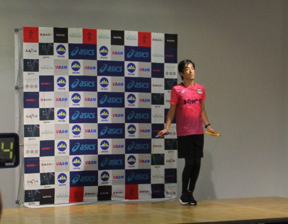 Cuối cùng Ikuyama đã tự nhảy một mình để nâng cao thành tích