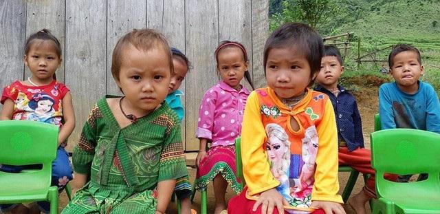 Những đứa trẻ vùng cao đáng yêu và đáng thương là động lực để cô Lục Thị Lý bám trường, bám lớp dạy học