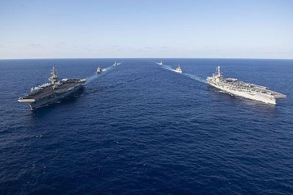 Những năm trở lại đây, các tàu sân bay Mỹ thường tiến hành các cuộc diễn tập của cặp biên đội tác chiến tàu sân bay ở Tây Thái Bình Dương, trong đó có các vùng biển quanh bán đảo Triều Tiên, biển Nhật Bản, Biển Đông, Hoa Đông và biển Philippines. (Ảnh: US Navy)