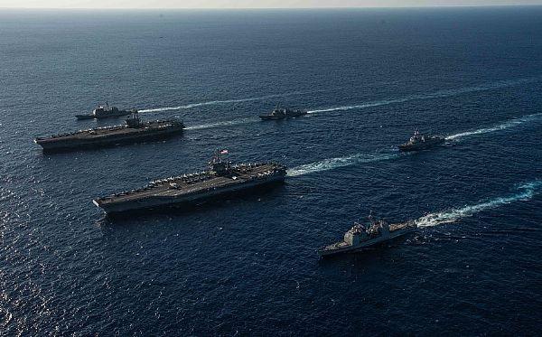 Các tàu này bắt đầu tham gia các bài tập hỗn hợp cùng với các máy bay chiến đấu đồn trú trên tàu sân bay ở hải phận và không phận quốc tế từ ngày 13/11. (Ảnh: US Navy)