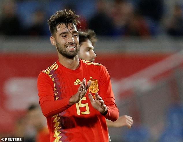Mendez lần đầu được đá chính ở đội tuyển Tây Ban Nha