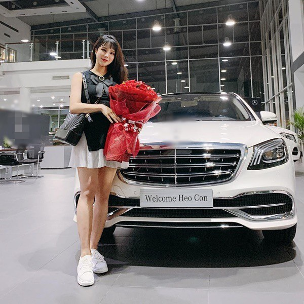 Diệp Lâm Anh được chồng thiếu gia tặng xe tiền tỷ trước ngày sinh.
