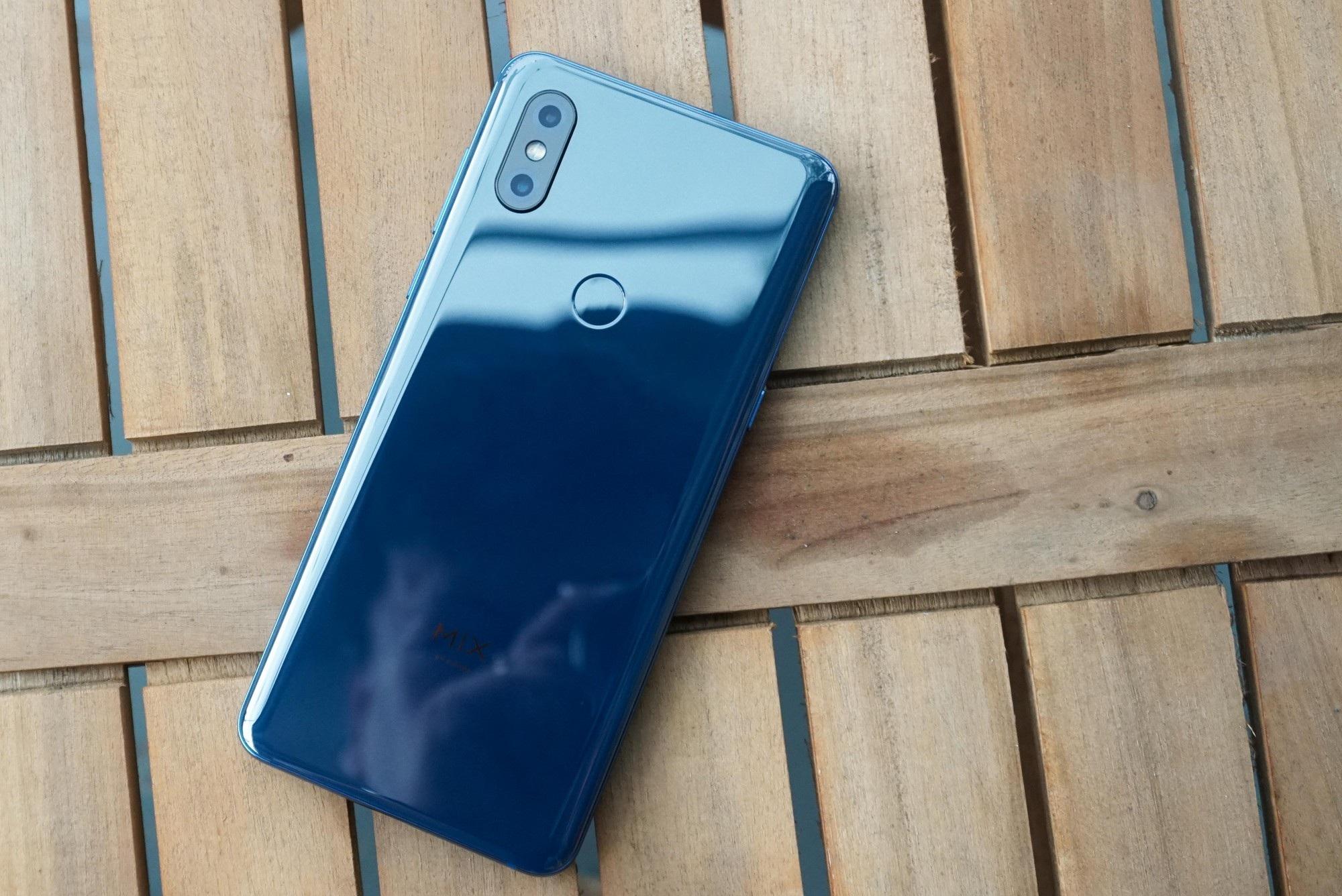 Smartphone trượt đầu tiên của Xiaomi bán tại Việt Nam với giá 12,9 triệu đồng - Ảnh 2.