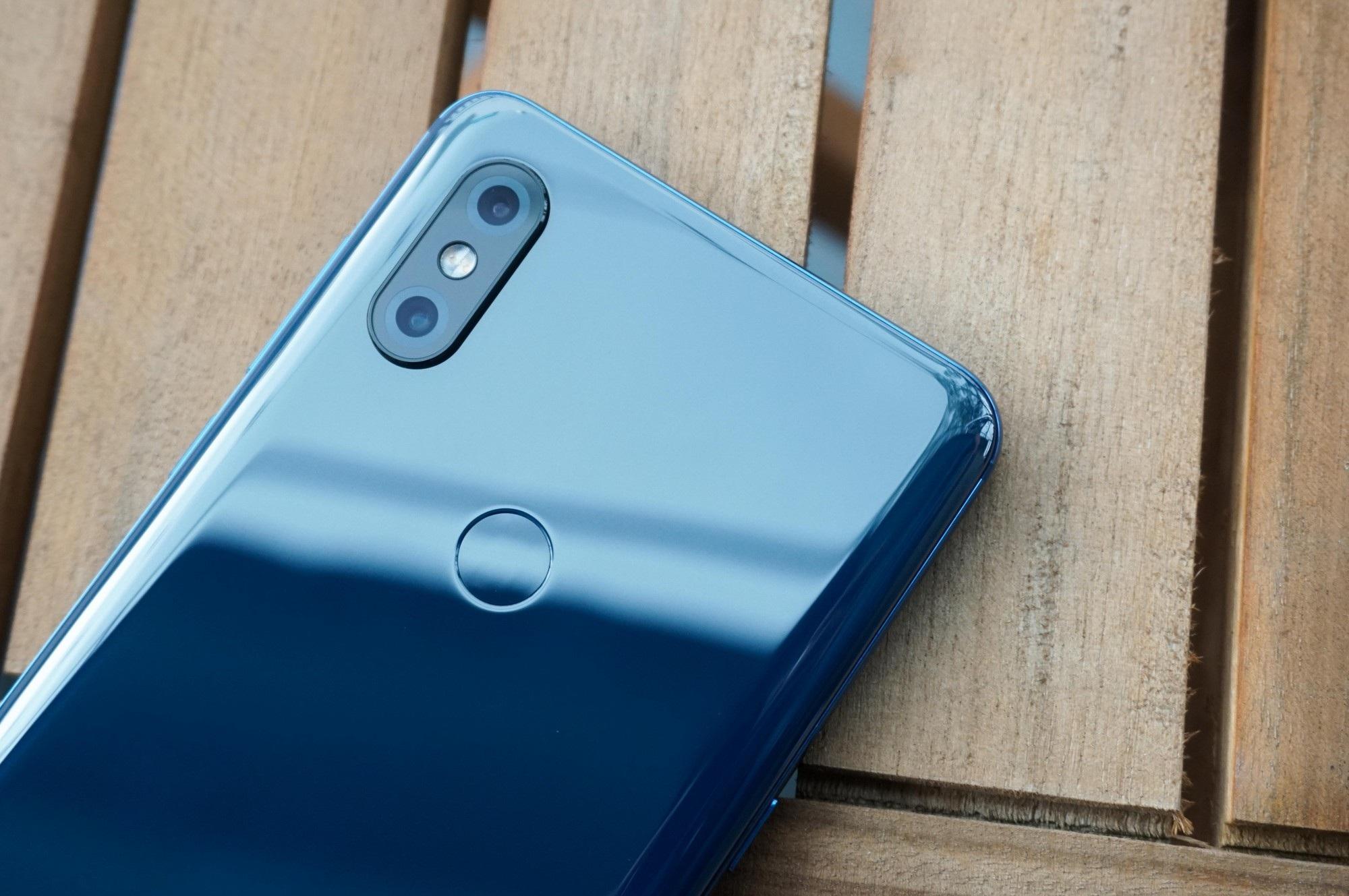 Smartphone trượt đầu tiên của Xiaomi bán tại Việt Nam với giá 12,9 triệu đồng - Ảnh 3.