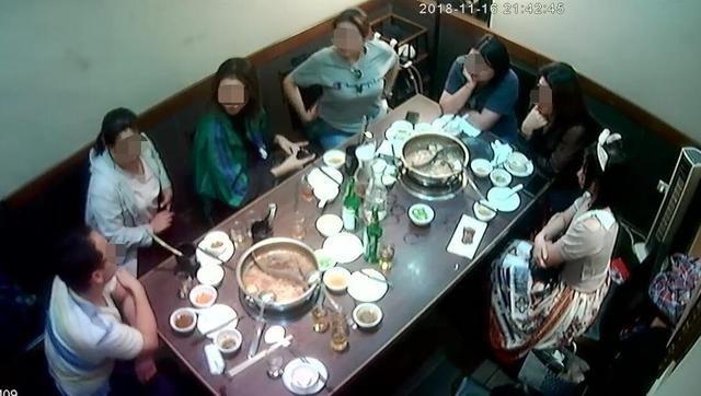 Đoàn 12 khách Trung Quốc tới ăn lẩu ở một nhà hàng Đài Loan nhưng quên thanh toán tiền