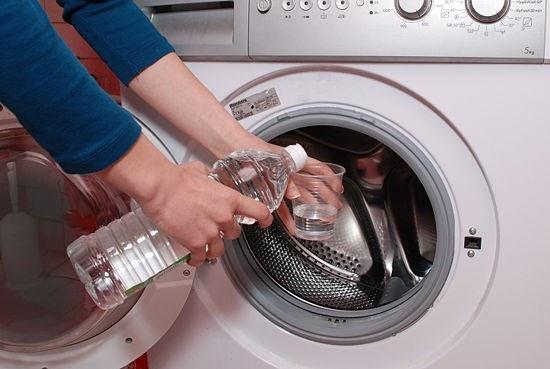 Chưa hẳn ai cũng biết vệ sinh máy giặt đúng cách - 1