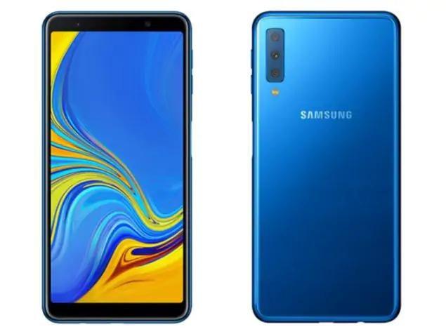 Galaxy A7 (2018) có ba camera phía sau.