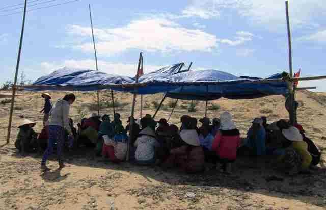 Yêu cầu giải quyết khẩn vụ dân giam xe phản đối dự án điện mặt trời - Ảnh 3.