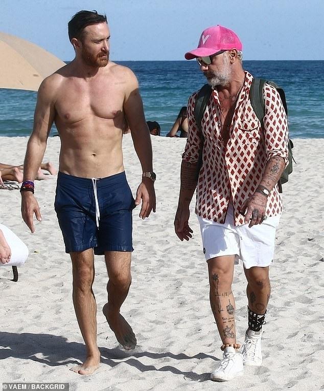 Doanh nhân giàu có người Ý - Gianluca Vacchi cũng đồng hành với David và Jessia trong chuyến nghỉ dưỡng này.