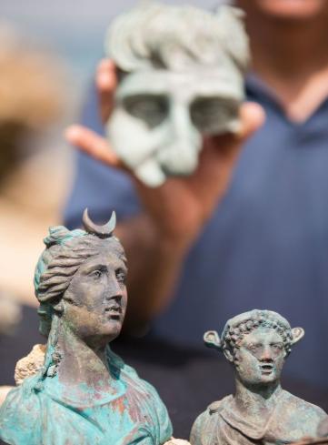 Bất ngờ phát hiện kho báu từ thời La Mã dưới đáy biển Địa Trung Hải - 3